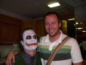 Heath-Ledger-and-his-on-set-assistant-Nathan-Holmes-during-the-filming-of-The-Dark-Knight