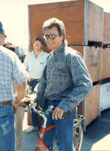 Richard-Dean-Anderson-on-the-set-of-MacGyver