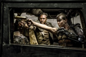 mad-max-fury-road-image-tom-hardy-charlize-theron-600x399