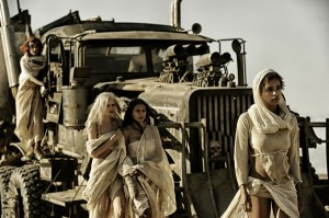 mad-max-fury-road-image-zoe-kravitz-riley-keough-abbey-lee-courtney-eaton-600x399